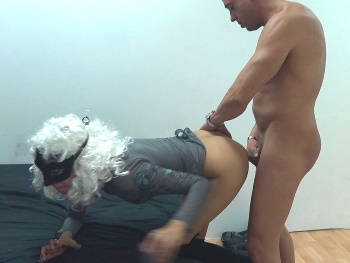 HE BREAKS HER VIRGIN ASS IN THE PARTY. Mariposa falls thanks to salva.